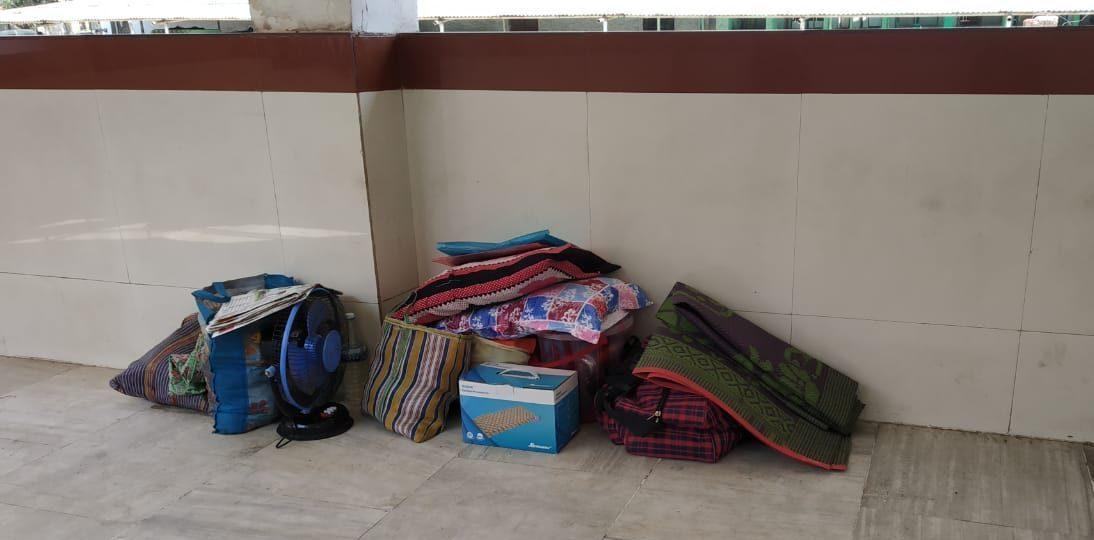 متاثرہ کی موت کے بعد ہاسپٹل میں رکھا ان کا سامان۔ (فوٹو : آننددت)