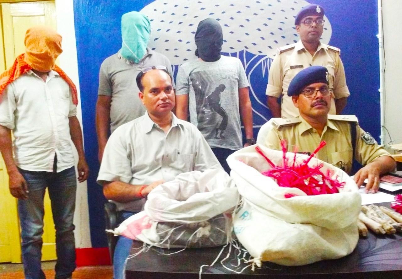 6 جون کو پریس کانفرنس میں گرفتاری کی جانکاری دیتے گیا پولیس کے افسر۔