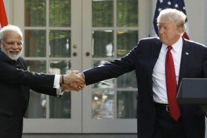امریکی صدر ڈونالڈ ٹرمپ کے ساتھ ہندوستانی وزیر اعظم نریندر مودی (فائل فوٹو : رائٹرس)
