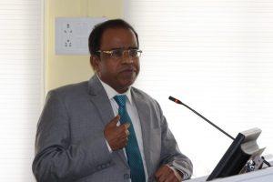 تریپورہ یونیورسٹی کے وائس چانسلر وجئےکمار دھارورکر (فوٹو بہ شکریہ: فیس بک)