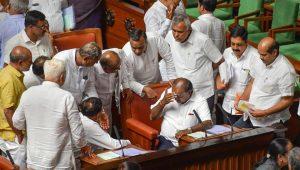 کرناٹک اسمبلی میں وزیراعلیٰ ایچ ڈی کمارسوامی (فوٹو : پی ٹی آئی)