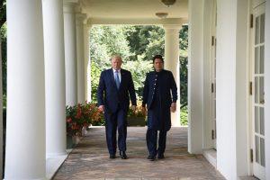 امریکی صدر ڈونالڈ ٹرمپ کے ساتھ پاکستان کے وزیر اعظم عمران خان (فوٹو بہ شکریہ : انفارمیشن منسٹری پاکستان)