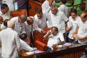 کرناٹک اسمبلی میں ایچ ڈی کمارسوامی(فوٹو : پی ٹی آئی)