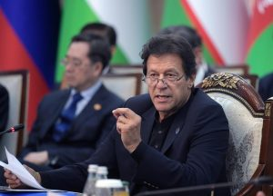 پاکستان کے وزیر اعظم عمران خان (فوٹو : رائٹرس)