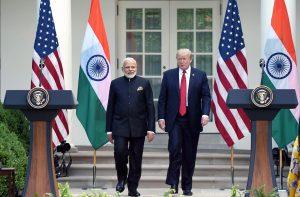 2017 میں امریکہ کے دورے پر گئے ہندوستانی وزیر اعظم نریندر مودی کے ساتھ امریکی صدر ڈونالڈ ٹرمپ (فوٹو بہ شکریہ : پی آئی بی)