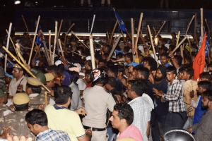 دہلی کے سنت روی داس مندر کو گرائے جانے کے خلاف مظاہرہ کرتے دلت کمیونٹی کے لوگ(فوٹو : پی ٹی آئی)