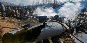 27 فروری کو جموں و کشمیر کے بڈگام میں حادثہ کا شکار ہوئےہندوستانی فضائیہ کے ایم آئی-17 ہیلی کاپٹر کا ملبا (فوٹو : پی ٹی آئی)