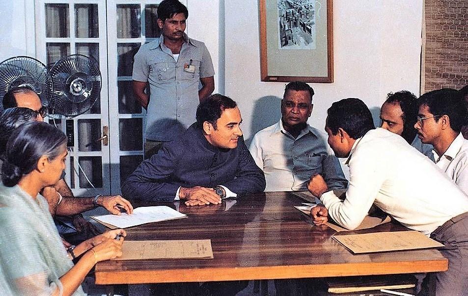 آسام سمجھوتہ کے وقت اس وقت کے وزیر اعظم راجیو گاندھی (فوٹو بہ شکریہ : ٹائمس8 ڈاٹ ان)