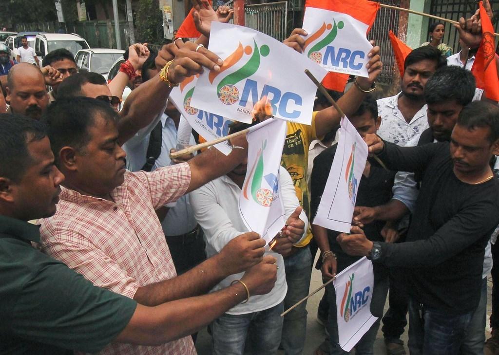 این آر سی کے خلاف مظاہرہ کرتے لوگ(فائل فوٹو : پی ٹی آئی)