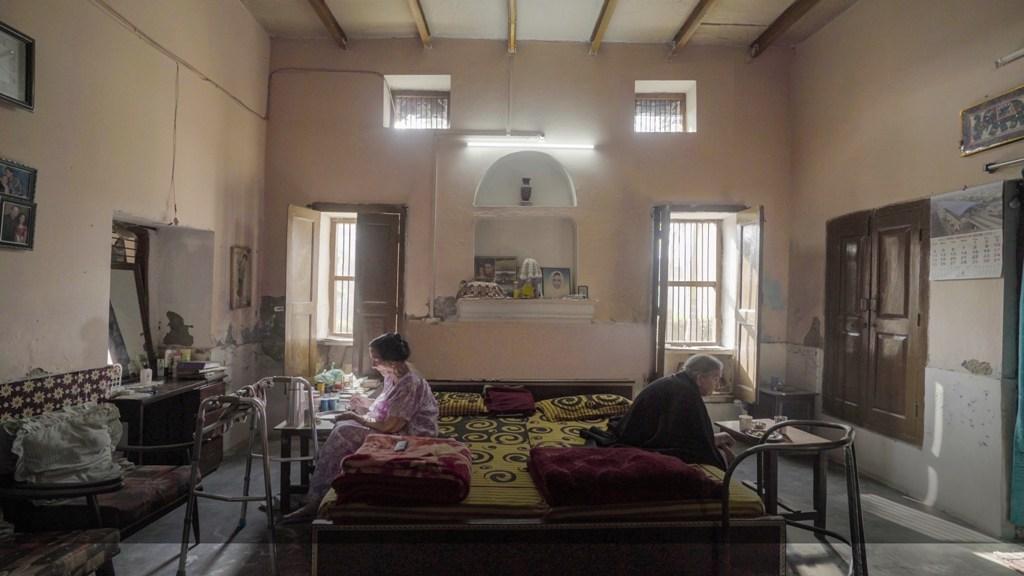 تنوجہ چندرا کی پہلی ڈاکیومنٹری فلم انٹی سدھا اور انٹی رادھا کا ایک منظر۔