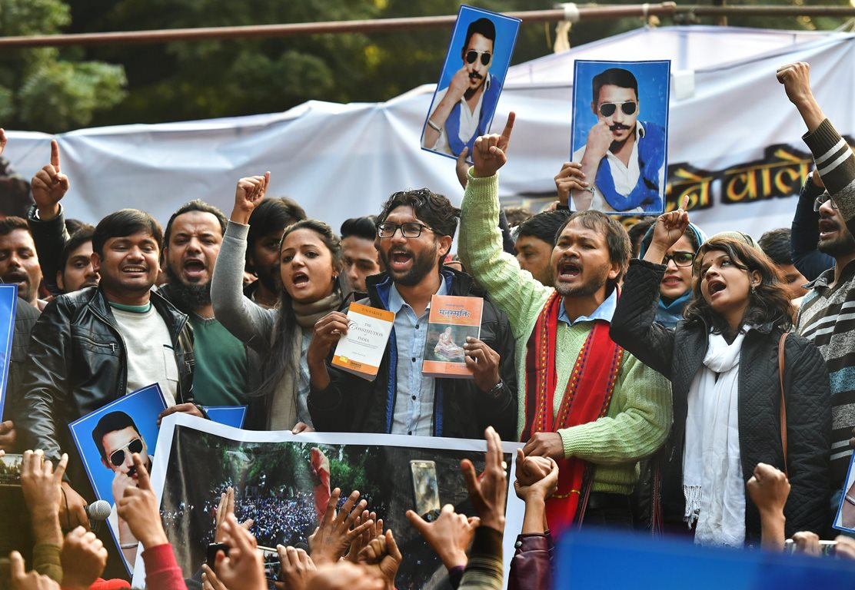 دہلی میں ہوئے ایک مظاہرہ کے دوران گجرات کے ایم ایل اے جگنیش میوانی،کنہیا کمار، اکھل گگوئی کے ساتھ شہلا(فوٹو : پی ٹی آئی)