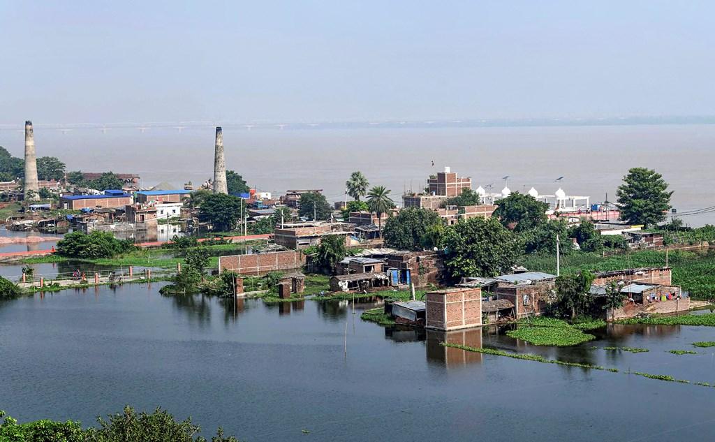 گنگا کنارے پٹنہ شہر کا ڈوبا ہوا حصہ(فوٹو : پی ٹی آئی)