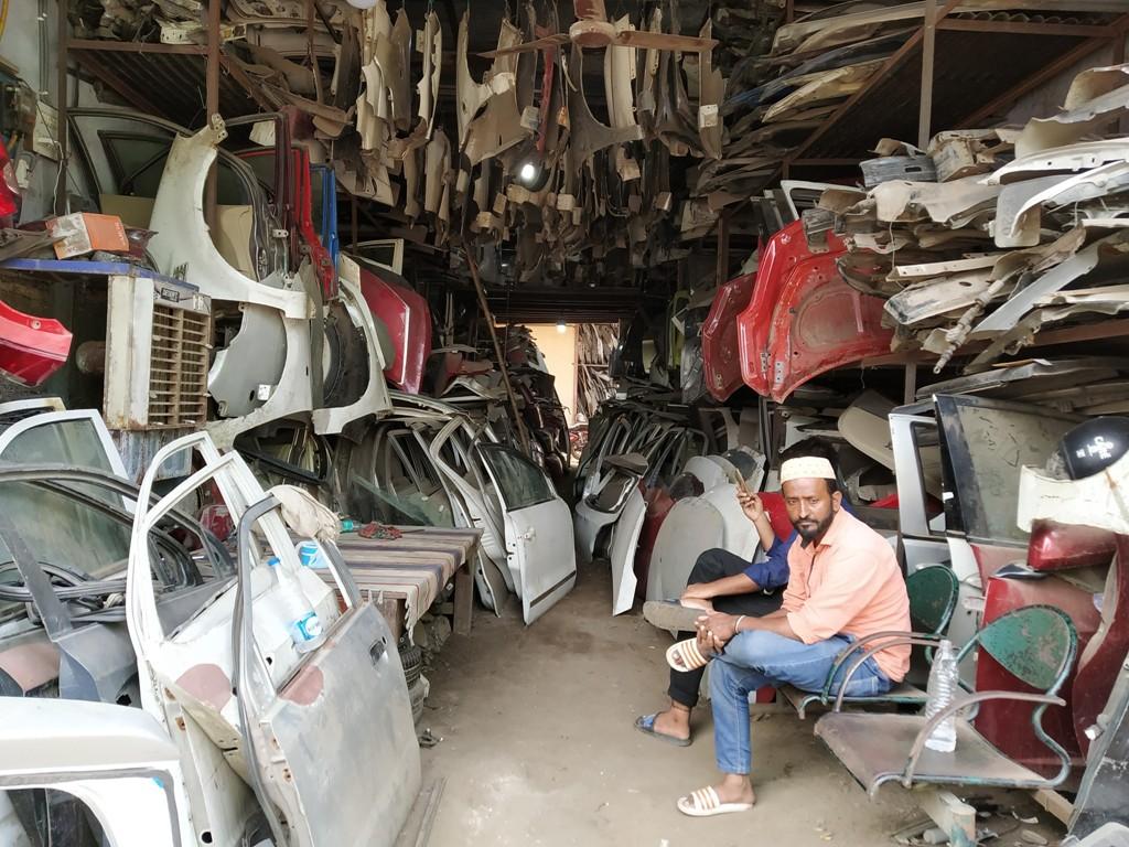 نئی دہلی کے مایاپوری واقع آٹو اسکریپ کی ایک دکان (فوٹو : ہیمنت کمارپانڈے)