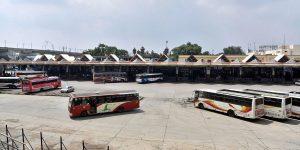 ٹی ایس آرٹی سی کی ہڑتال کے دوران خالی پڑا حیدر آباد کا مہاتما گاندھی بس اسٹیشن(فوٹو : پی ٹی آئی)