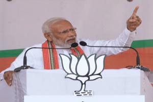مہاراشٹر کے اکولہ میں انتخابی ریلی کو خطاب کرتے وزیر اعظم نریندر مودی، فوٹو:@BJP4India