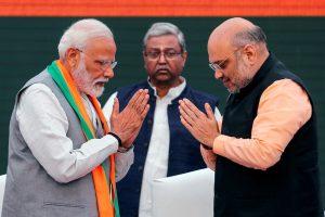 وزیر اعظم نریندر مودی کے ساتھ امت شاہ (فوٹو : رائٹرس)