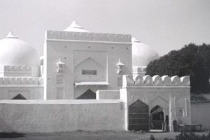 A photograph of the Babri Masjid from the early 1900s. Copyright: The British Library Board