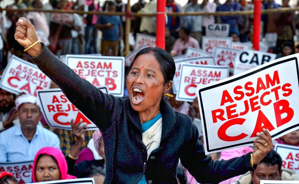 آسام کے مختلف شہروں میں شہریت ترمیم بل کی مخالفت میں ان دنوں مظاہرہ چلارہا ہے۔ (فوٹو : پی ٹی آئی)