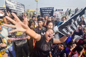 تریپورہ کی راجدھانی اگرتلا میں شہریت ترمیم بل کی مخالفت میں مظاہرہ(فوٹو : پی ٹی آئی)