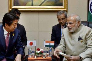 جاپان کے وزیر اعظم شنزو آبے اور ہندوستانی وزیر اعظم نریندر مودی (فوٹو: پی ٹی آئی)