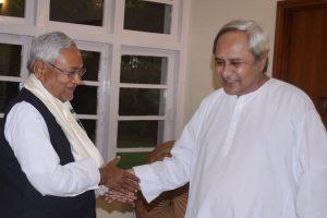 بہار کے وزیراعلیٰ نتیش کمار اور اڑیسہ کے وزیراعلیٰ نوین پٹنایک (فوٹو : ٹوئٹر / @Naveen_Odisha)