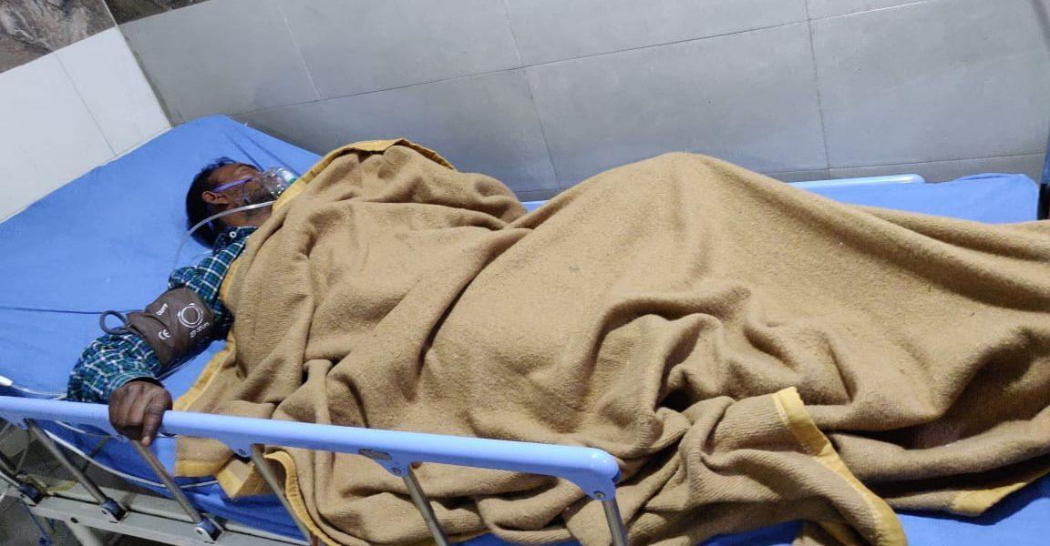میرٹھ کے ایک ہاسپٹل میں زیر علاج اوم راج سینی(فوٹو: دی وائر)