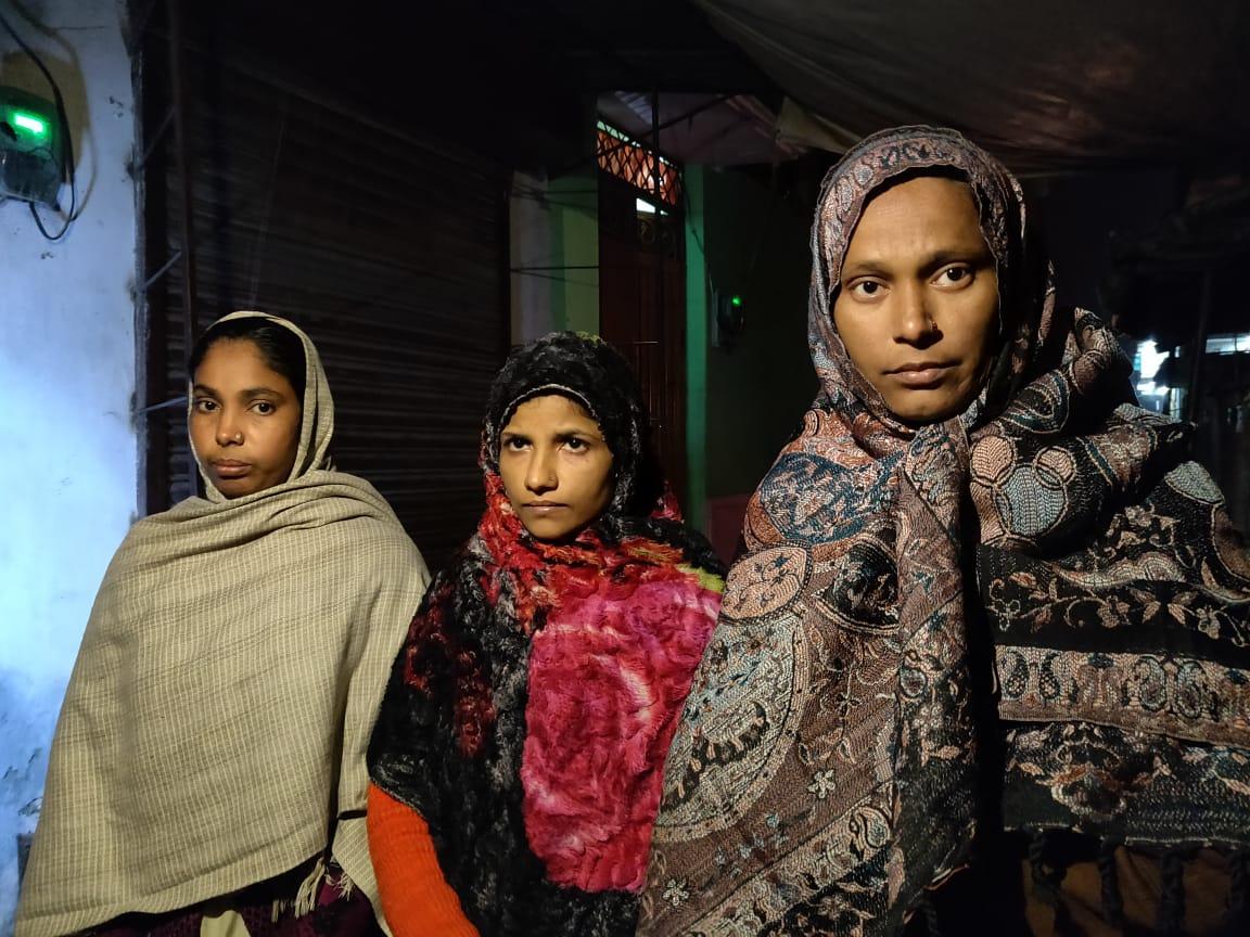 رام پور میں ہوئے تشدد کے دوران گرفتار کئے گئے ضمیرخان کی اہلیہ تسلیم جہاں، محمد محمود کی اہلیہ شبنم اور پپو کی اہلیہ سیما(فوٹو: دی وائر)