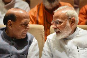 وزیر دفاع راجناتھ سنگھ اور وزیر اعظم نریندر مودی(فوٹو : پی ٹی آئی)