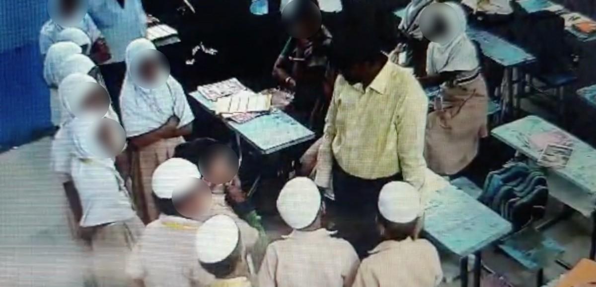 شاہین اسکول میں بچوں سے پوچھ تاچھ کرتی پولیس(فوٹو : ویڈیوگریب)