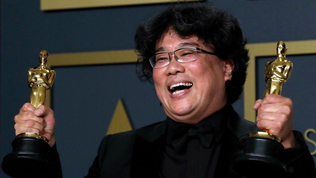 بہترین فلم کا آسکر جیتنے والی جنوبی کوریا فلم پیراسائٹ کے ہدایت کار بونگ جون ہو(فوٹو : رائٹرس)