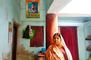 مرحوم جوان سنجے کمار سنہا کی بیوی بےبی دیوی(فوٹو : امیش کمار رائے)