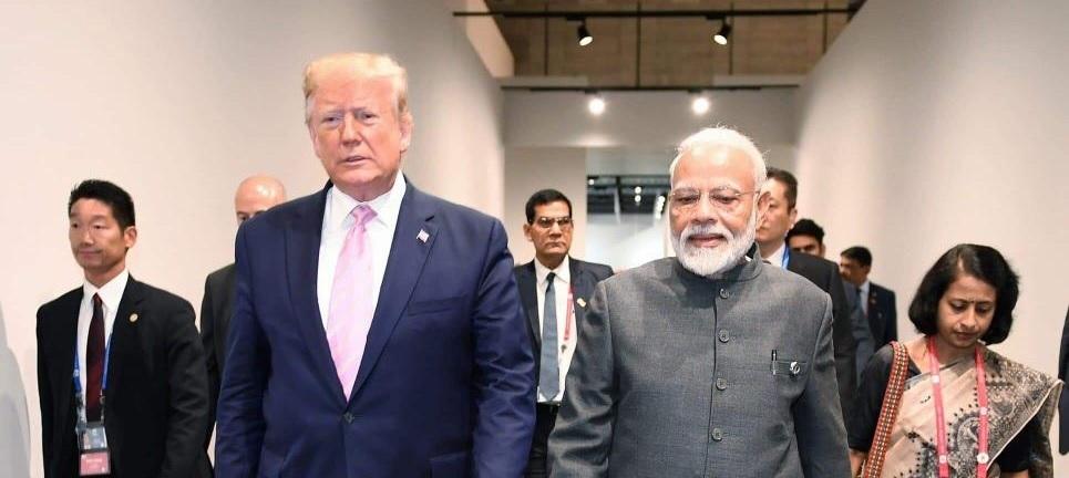 امریکی صدر ڈونالڈ ٹرمپ کے ساتھ وزیر اعظم نریندر مودی(فوٹو :ٹوئٹر)