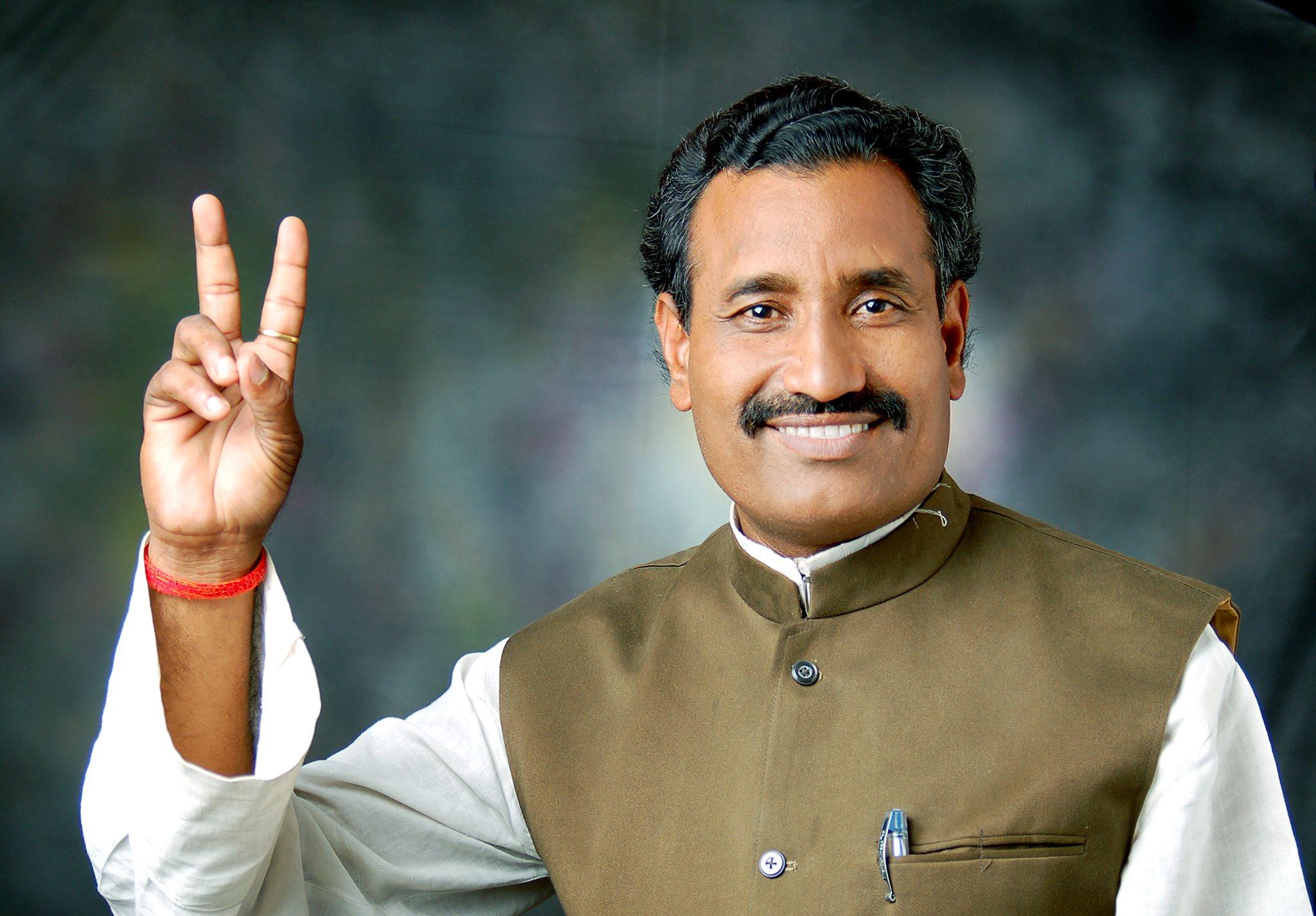 اتر پردیش کےبھدوہی سے بی جے پی ایم ایل اے رویندر ناتھ ترپاٹھی(فوٹوبہ شکریہ :www.facebook.com/ravindranath.tripathi.54)