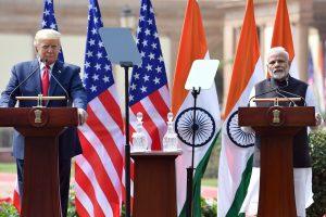 امریکی صدر ڈونالڈ ٹرمپ کے ساتھ وزیر اعظم نریندر مودی(فوٹو : ٹوئٹر / PIB India)