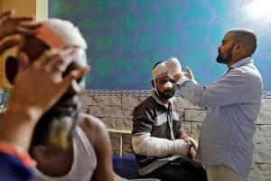 اولڈ مصطفیٰ آباد کے الہند اسپتال میں ایک مریض(فوٹو : رائٹرس)