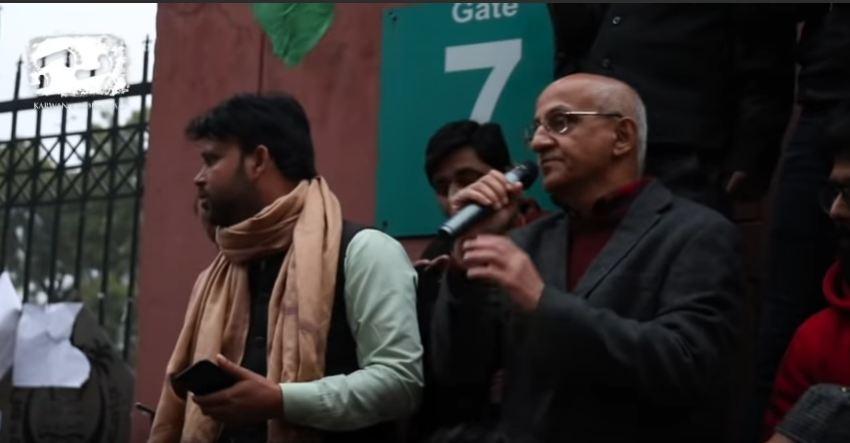 16 دسمبر 2019 کو جامعہ کے گیٹ پر ہرش مندر۔ (فوٹو بہ شکریہ: یو ٹیوب/کاروان محبت)