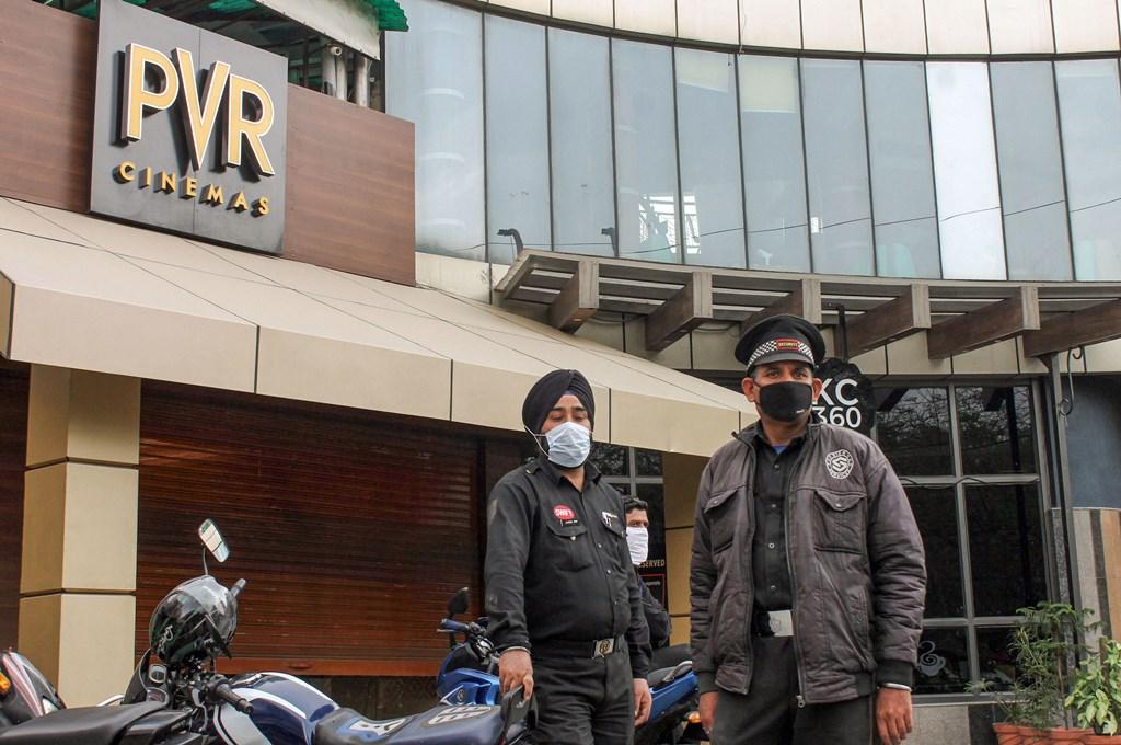 کورونا وائرس کے خطرے کے مدنظر نئی دہلی کے سنیما گھروں کو 31 مارچ تک کے لئے بند کر دیا گیا ہے۔ (فوٹو : پی ٹی آئی)