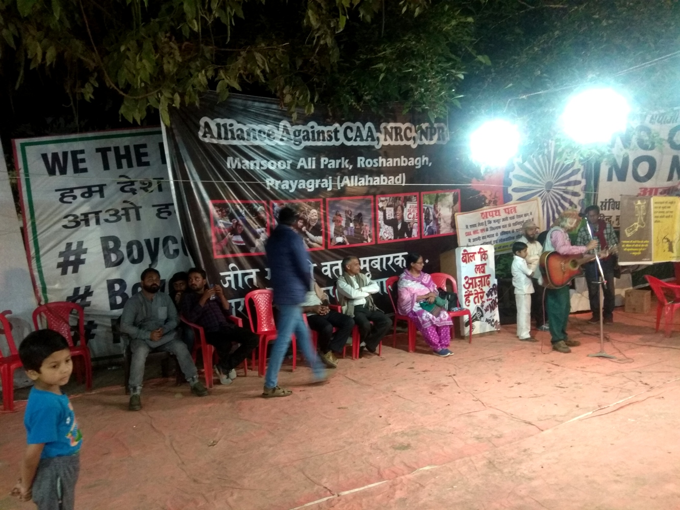 الہ آباد کے روشن باغ میں شہریت قانون، این آر سی اوراین پی آر کے خلاف چل رہے مظاہرہ میں کئی آرٹسٹ اپنی پیش کش دینے آتے رہے ہیں۔ (سبھی فوٹو: میناکشی تیواری/د ی وائر)