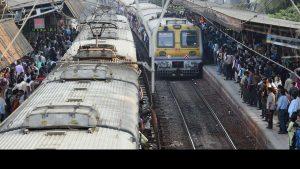 ممبئی لوکل ٹرین(فوٹو : پی ٹی آئی)