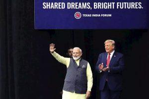 امریکی صدر ڈونالڈ ٹرمپ کے ساتھ وزیر اعظم نریندر مودی۔ (فوٹو : رائٹرس)