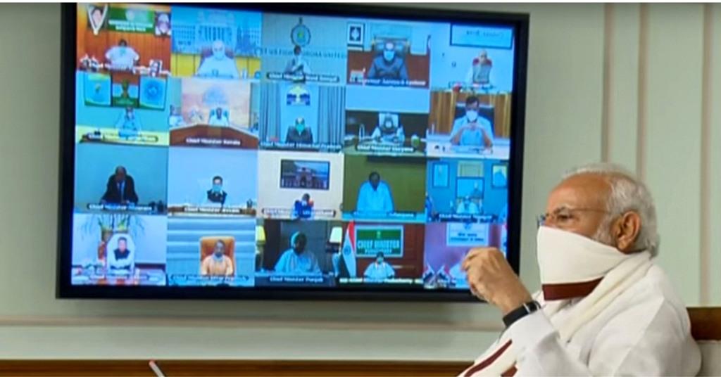 سنیچرکومختلف ریاستوں کے وزارائے اعلیٰ کے ساتھ آن لائن کانفرنس میں وزیراعظم نریندر مودی(فوٹو: پی ٹی آئی)