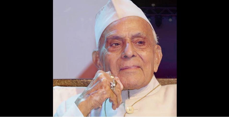 گلزار دہلوی(فوٹوبہ شکریہ: وکی پیڈیا)