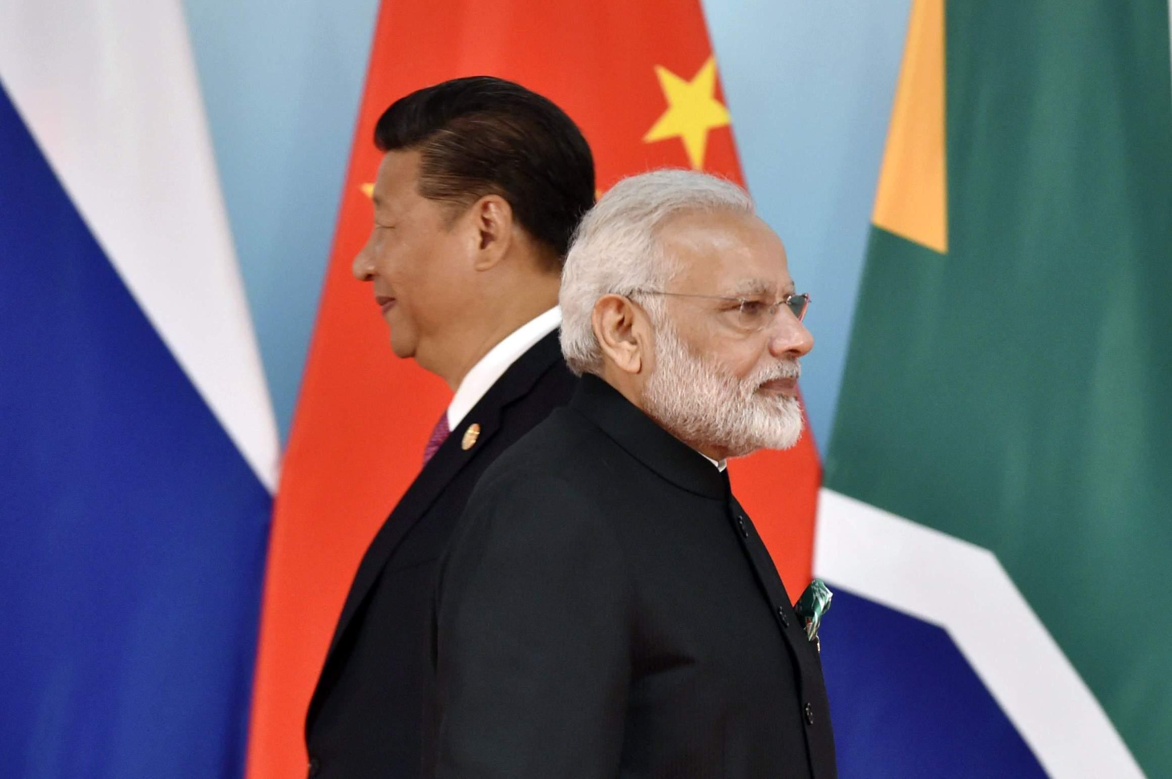 چینی صدر اور ہندوستان کے وزیراعظم۔ (فوٹو: رائٹرس)