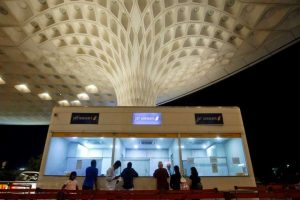 ممبئی کا چھترپتی شیواجی مہاراج انٹر نیشنل ہوائی اڈہ۔ (فوٹو: رائٹرس)