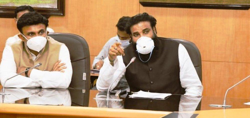 کرناٹک کےوزیر صحت بی شری راملو(فوٹوبہ شکریہ: ٹوئٹر/@sriramulubjp)