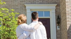 2239162-couple-house-home-buy-mortgage-730x400