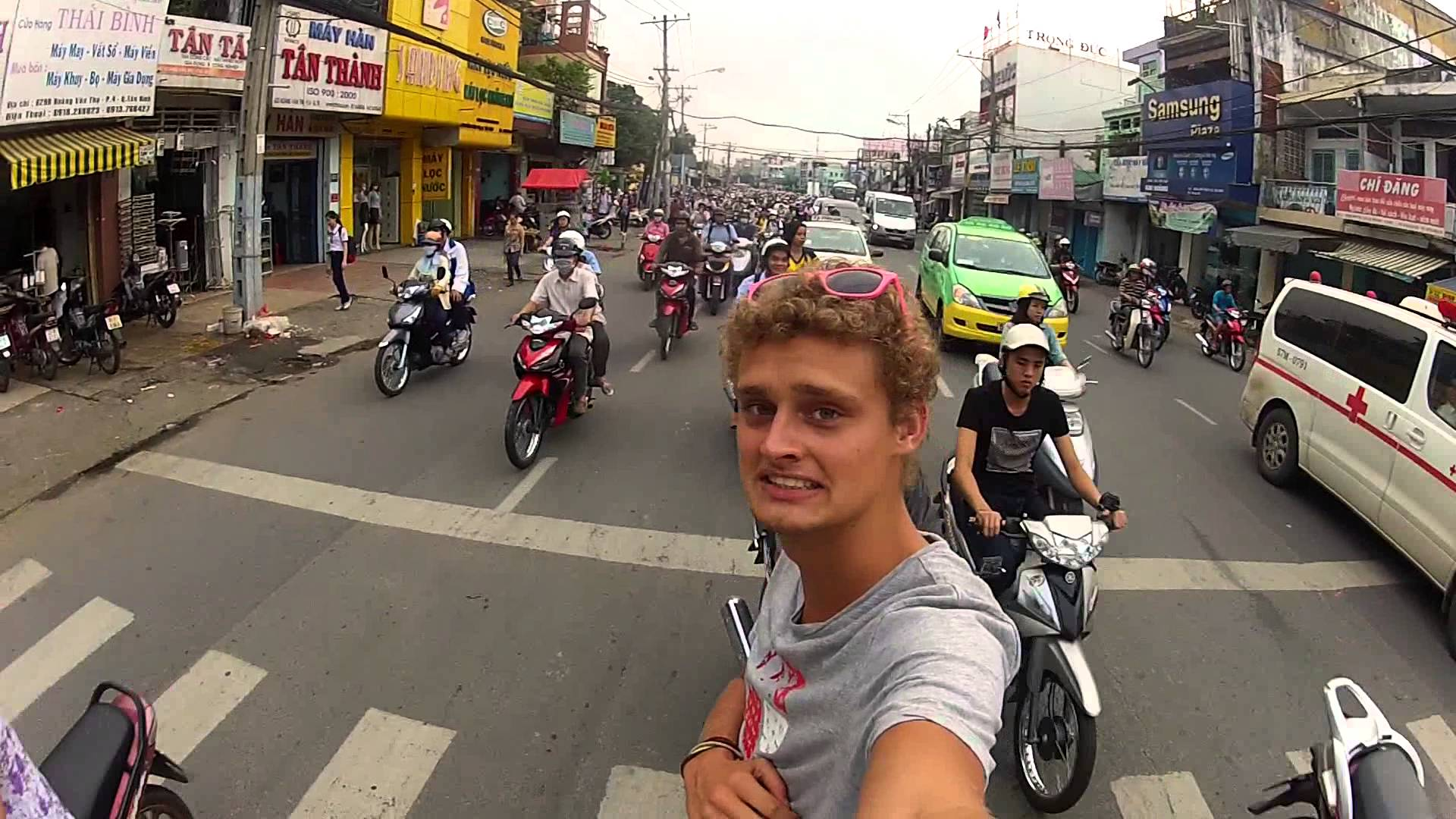 What to DO and DON'T to survive Vietnam's traffic · Vis Estate