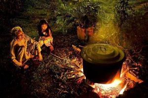 Cooking banh chung.