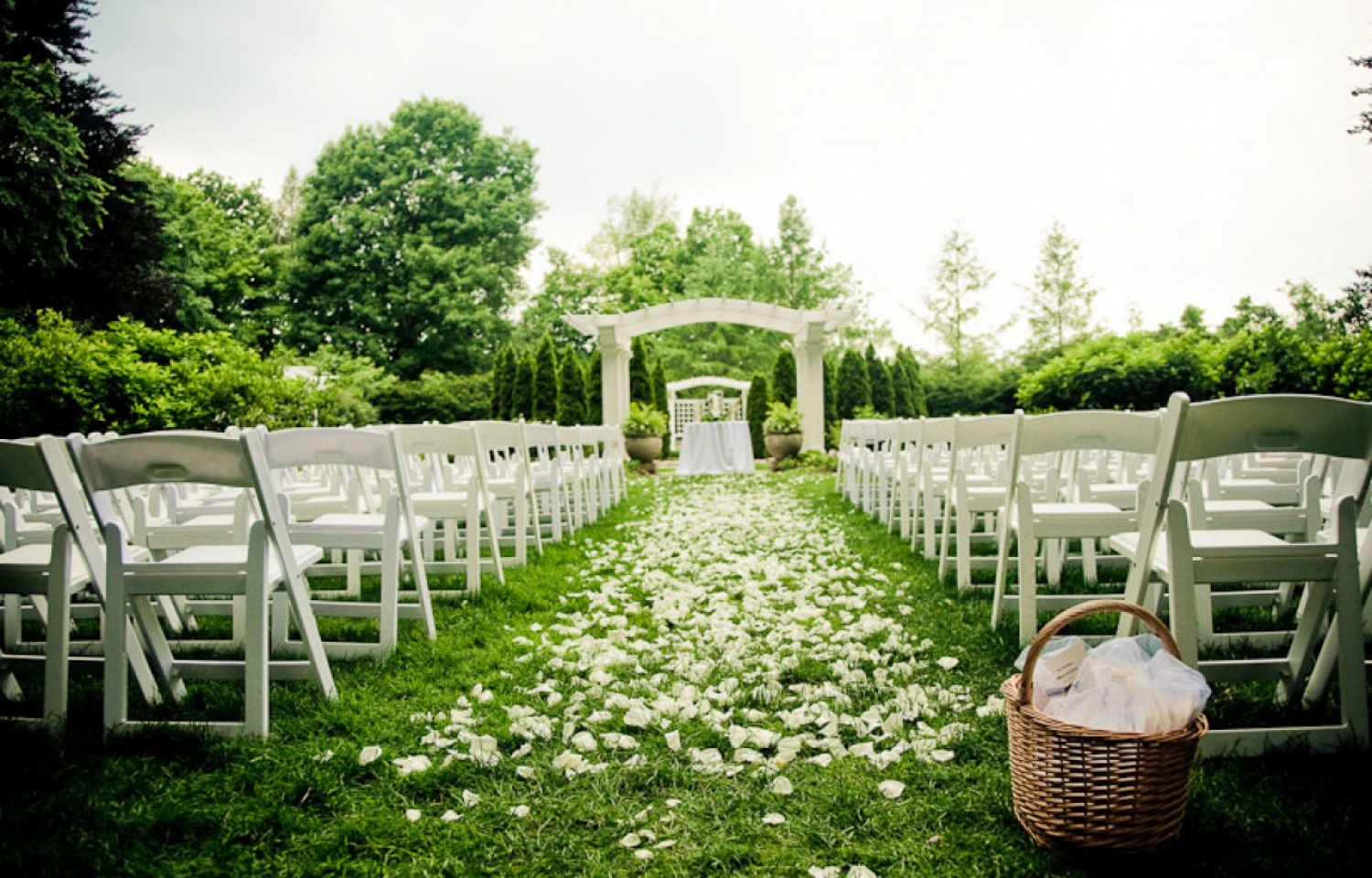 Outside wedding ceremony pictures Michigan Wedding Locations Plymouth, MI Meetinghouse