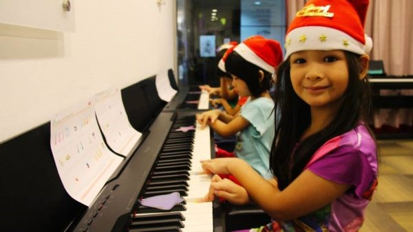 Students playing the piano in Absolute Piano